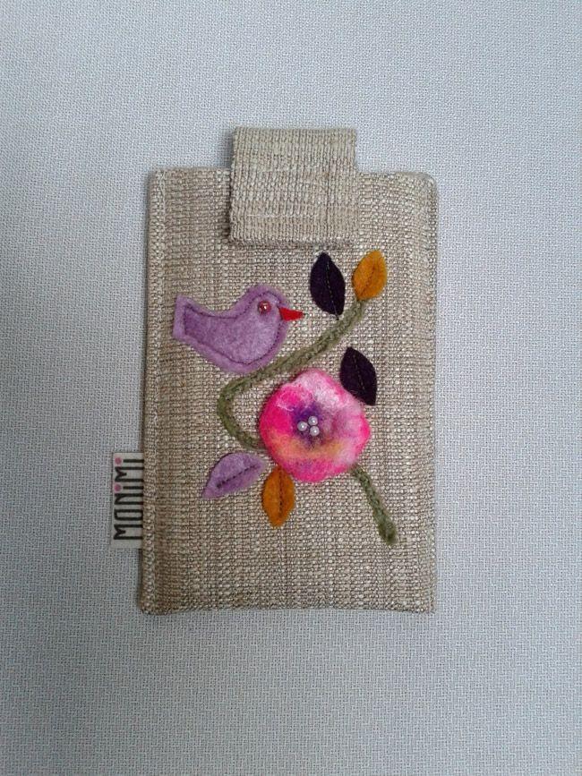 Nemez kisvirág, kismadárka egy leveles ágon… Szép kis romantikus díszítést kaptak ezek a #telefontokok. Vászon anyagból készültek.