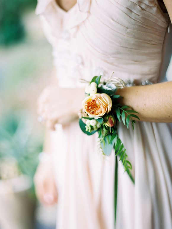 corsage for the bridesmaids | via: magnolia rouge