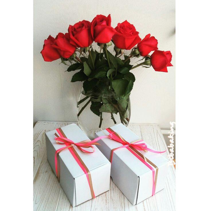 Попереду довгі вихідні -  бажаю повести їх яскраво!  Даруйте квіти просто так, робіть невеличкі сюрпризи близьким, кажіть частіше, що любите їх!