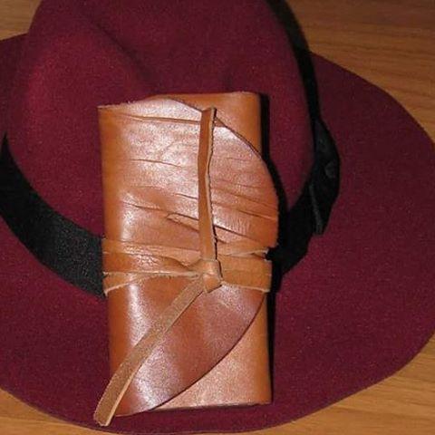 Handmade leather phone case. #leather #phonecase #handmade (presso Foggia Candela)
