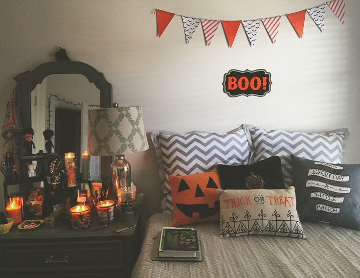 halloween room on we heart it - Homemade Halloween House Decorations