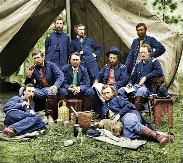 Il generale Custer e alcuni uomini durante la guerra di secessione americana
