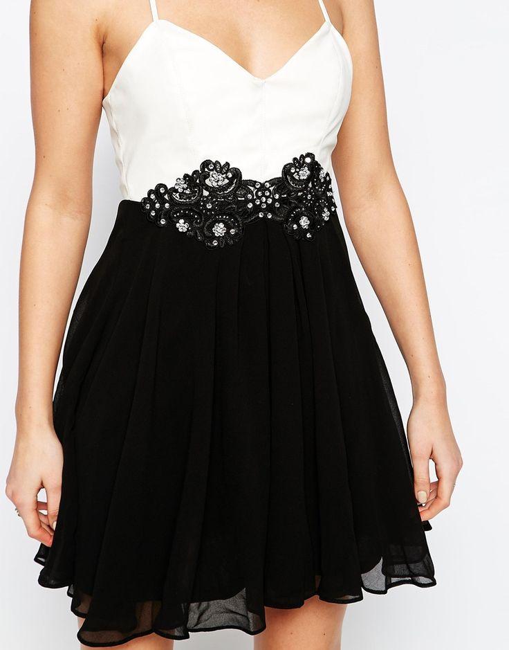 Bild 3 von Lipsy – Kleid mit Spitzen-Applikation am Bund