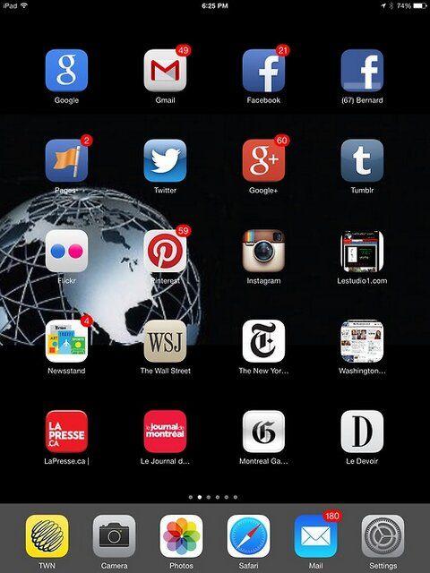 """J'ai finalement installé iOS 7, après cependant avoir dû affronter pendant plusieurs heures les serveurs surchargés d'Apple...  Mais je dois admettre, malgré le problème de serveur, que le nouveau système est vraiment magnifique.  As they say: """"It's a whole new life out there with this new system! Bravo Apple! http://www.apple.com/ios/"""