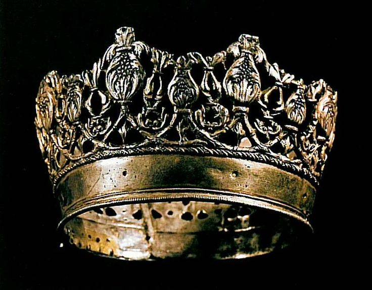 Crown of Isabella I. One of many crowns that must have belonged to Queen Isabella I (r. 1474-1504) of Spain. It follows the tradition of many other crowns that were donated to Cathedrals, Chapels or Monasteries by Catholic monarch throughout Europe.