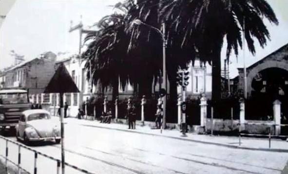 Avenida da Florida desde a praza de América. Á dereita, as cocheiras do tranvía