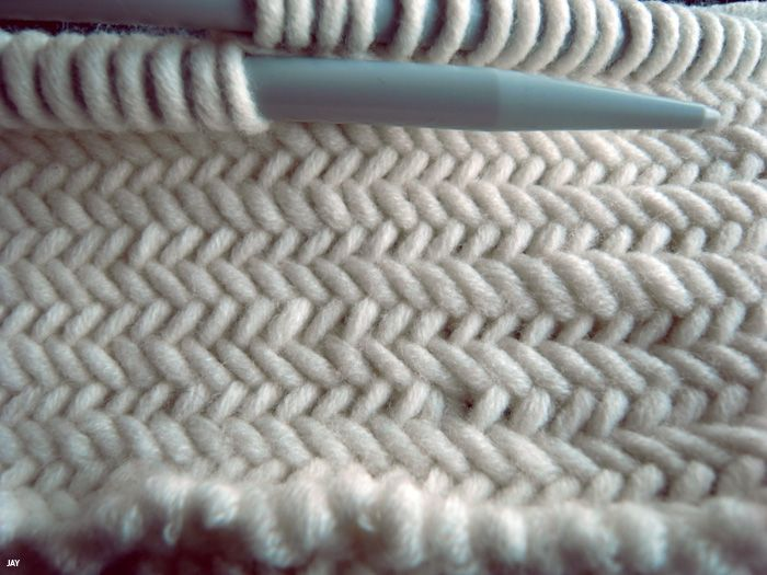 THE HERRINGBONE STITCH... I have to learn to knit.. for this stitch if nothing else!!