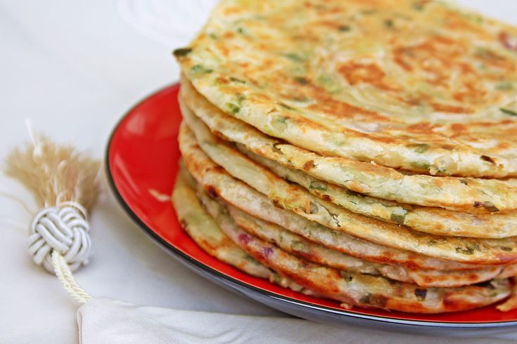 https://flic.kr/p/tWnUBU | Scallion Pancakes 葱油饼 [1/3] | I first had these Chinese-style flatbread at Xiamen when we were visiting our relatives there in 2007.    Making the pancakes took a couple of hours. I did not get the right dough consistency despite following the recipe to a tee.  Otherwise, it was a very successful attempt compared to the last time I tried.   Like all recipes which require kneading, it's an itchy nose endurance training.
