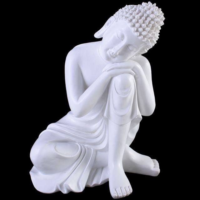 Thaisse Boeddha rustend met hoofd op knie, gemaakt van kunsthars.