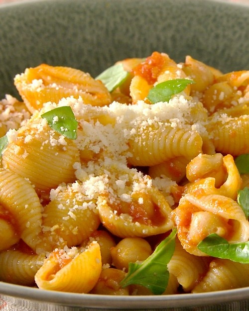 Pasta with Chickpea-Tomato Sauce: A protein-rich, homemade tomato ...