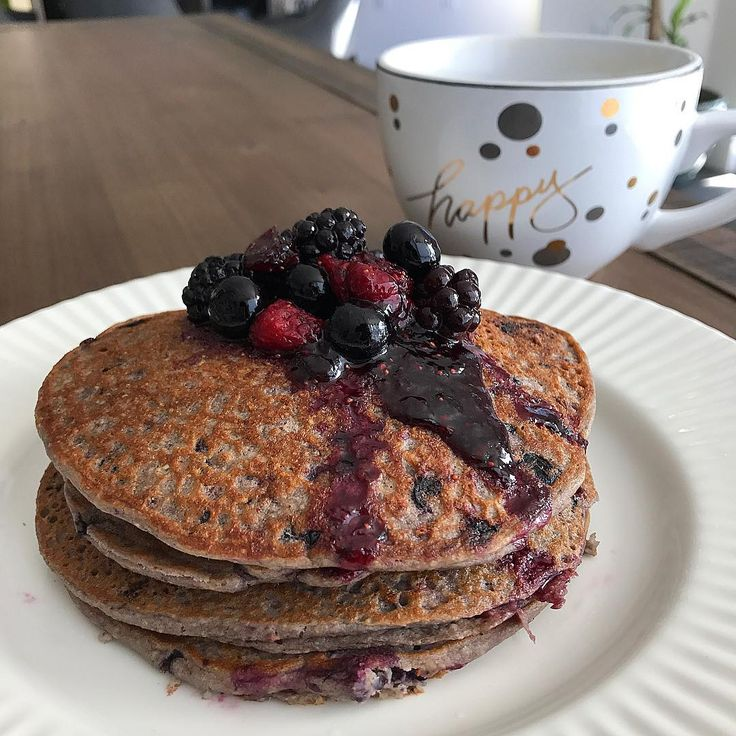 #WCW These  very berry fluffy protein pancakes for breakfast never disappoint [tag a friend] Read recipe below. This is a must try. Best recipe I've ever made .MORE ON SNAPCHAT: MASSYFIT 💕HAPPY FRIYAY,  GUYS!  What your sexy self will need :  1 cup rolled oats 3/4 cup fresh or frozen mixed berries 1 scoop Blueberry muffin Plant based protein from @trusuppements ( available www.gettrusupps.com. Safe for pregnant/nursing moms) 1 egg 1 cup unsweetened almond milk 1 teaspoon baking powder 100%…