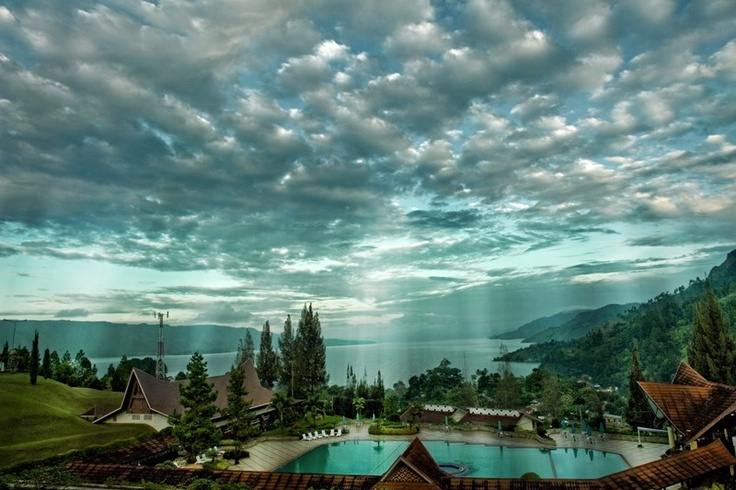 Lake Toba is a volcanic lake with a length of 100 kilometers and 30 kilometers wide, located in North Sumatra Province, Indonesia. Lake Toba is actually the largest volcanic crater in the world, with an island in the middle of the island named Samosir.