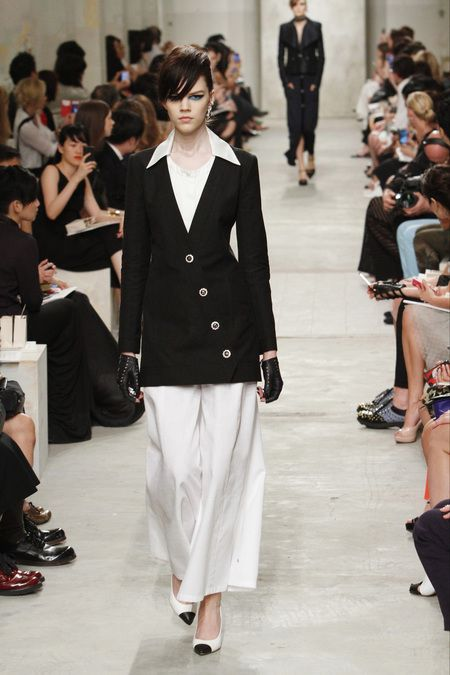 Black & White Suit #CHANEL Resort 2014 Cruise #Fashion