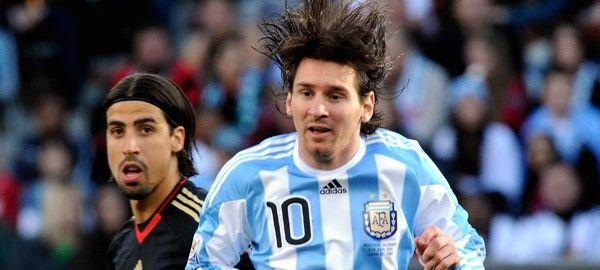 A világbajnokságok történetében egyedülálló módon vasárnap harmadik alkalommal rendeznek argentin-német finálét. Ráadásul a Nationalelf nyolcadik világbajnoki döntője következik, ami új rekord. A brazilok hétszer voltak döntőben, igaz a Selecao ötször meg is nyerte a finálét.