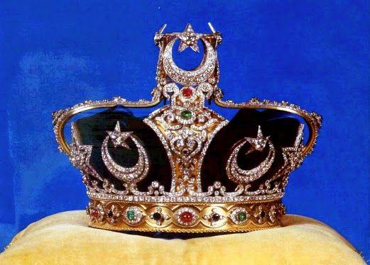 The Johor State Crown, Mahkota Kerajaan, was commissioned ...