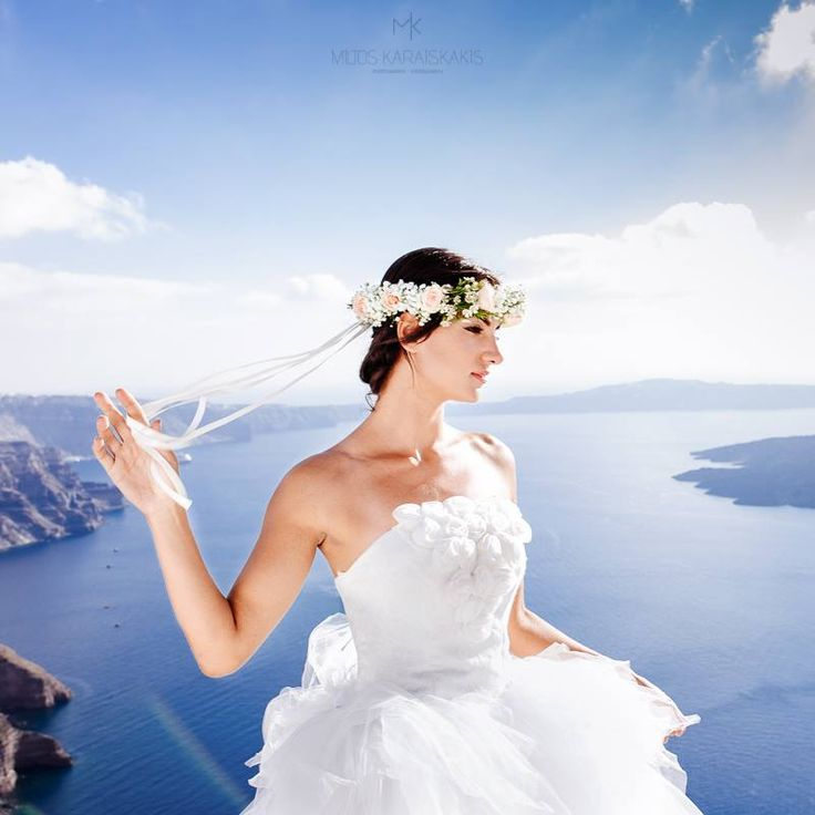 Miltos Karaiskakis #wedding #weddingphotography #weddingvideography #photoshooting #bride #weddingdress #flowerwreath #calderaview #destinationwedding #beautifulpeople #unforgettablemoments #happiness #santorini #greece www.video-santorini.gr