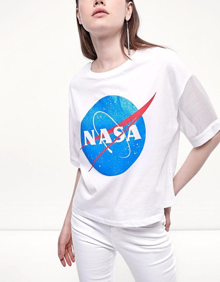 En Stradivarius encontrarás 1 Camiseta NASA mangas organza por sólo 12.95 España . Entra ahora y descúbrelo junto con más Camisetas.