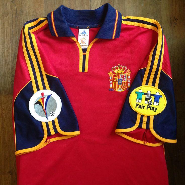 UEFA Euro 2000 Belgium-Netherlands Spain Home Jersey // Primera Equipación de la Selección Española para la Eurocopa UEFA 2000 Bélgica-Holanda. // #futbol #furiaroja #lafuriaroja #espana #spain #seleccion #football #soccer #jersey #camiseta #trikot #maillot #samarreta #rfef #kit #home #sport #adidas #shirt #red #fifa #eurocup #eurocopa #2000 #belgium #belgica #netherlands #holland #holanda #uefa