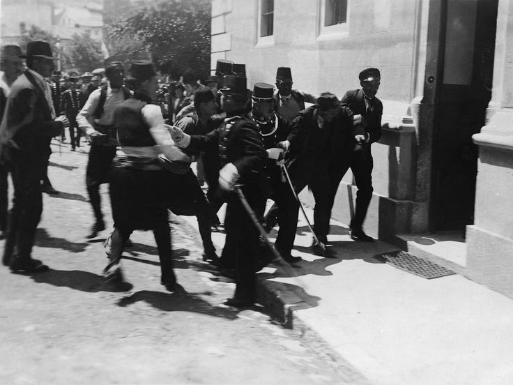 Arresting Princip's fellow conspirator Nedeljko Cabrinovic after a failed attempt to kill the Archduke on the same day