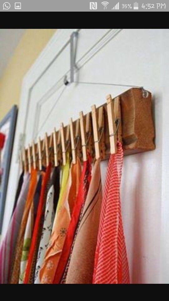 Más que un colgador, es un muy buen organizador, yo lo utilizaría para colgar mis collares....