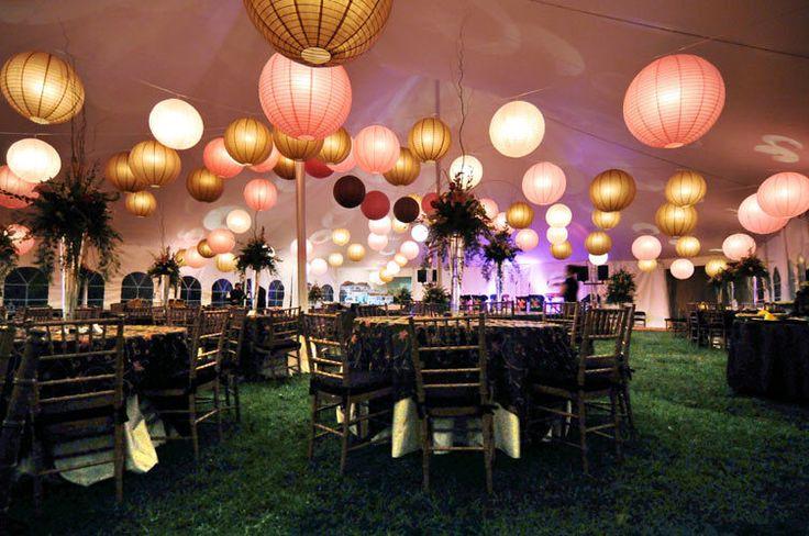 Styling van de feestzaal door middel van lampionnen. #lampion #paperlanterns #evenementen #bruiloftdecoratie #party #feestaankleding #styling #evenementen #trouwdecoratie #bruiloftblogger #love #wedding #weddinginspiration #diner @lampionlampionnen.nl Gouden lampion Roze lampion