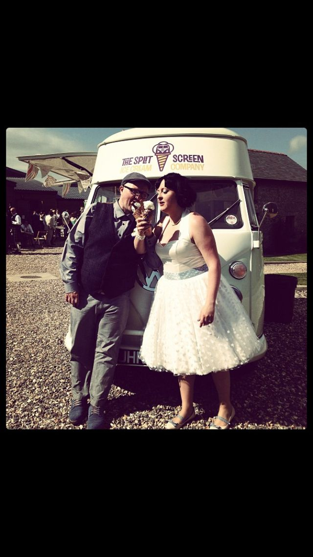 A happy couple! Ice cream van treat for all their guests on their special day #summerweddings