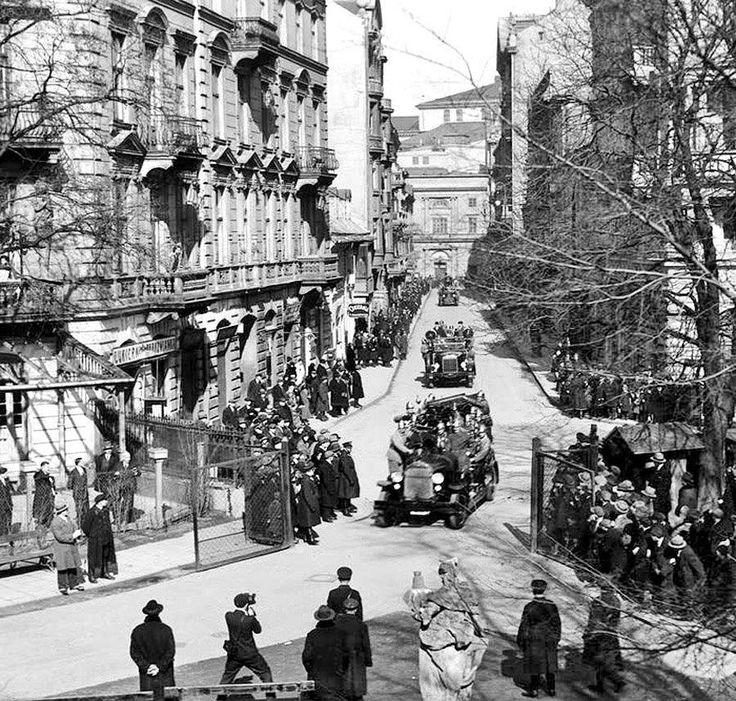 Warszawa - ulica Niecała od strony Ogrodu Saskiego. lata 30-te