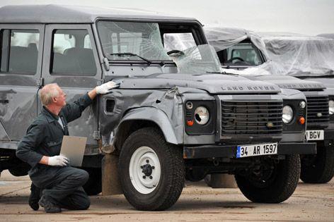 Land Rover Defenders - SkyFall