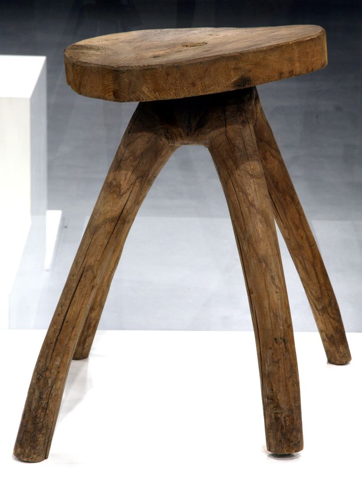 Drewniany stołek - Państwowe Muzeum Etnograficzne w Warszawie, fot. E. Koprowski// Old  wooden stool, from the collectrion of the State Ethnographic Museum in Warsaw #wood #stool #meble #collection #museum #muzeum #muzeumetnograficzne #ethnomuseum