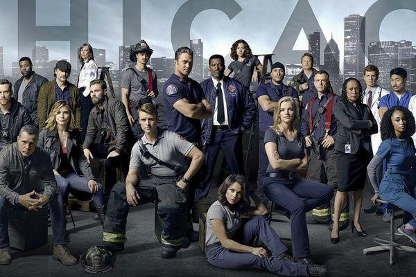 Quand on regarde les débuts de Chicago Fire, il apparait évident que NBC n'avait pas l'ambition d'en faire la franchise qu'elle est rapidement devenue. En