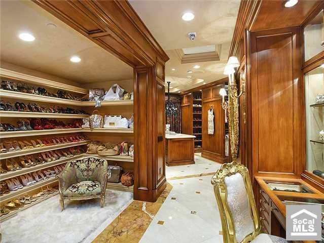 "walking closets in mansions | Most ""Homes of the Rich"" have huge walk-in closets. However, not ..."