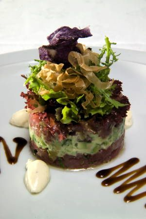 Herberg Den Rooden Leeuw - Tonijntartaar met guacamole, kleine salade en limoen crème fraîche