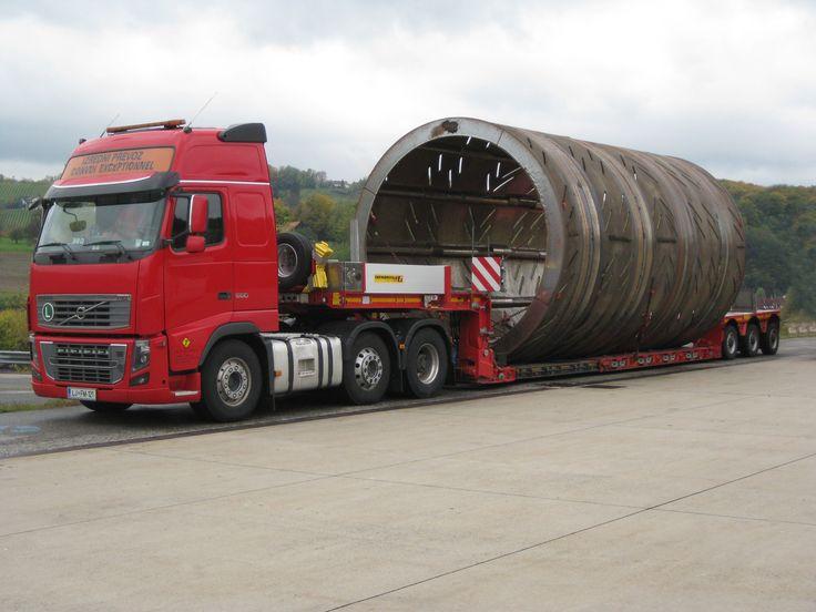 Der MegaMAX ist ein auf die Ausführung von #Schwertransporten und #Sondertransporten ausgerichteter Tiefbettauflieger.