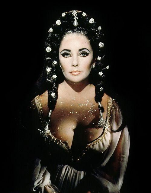 Elizabeth Taylor in Doctor Faustus (1967).
