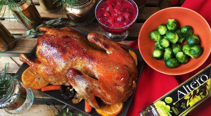 Карамелизированная утка, запеченая с апельсинами, черносливом, беби морковью под вишнево-имбирным соусом. Шаг 7
