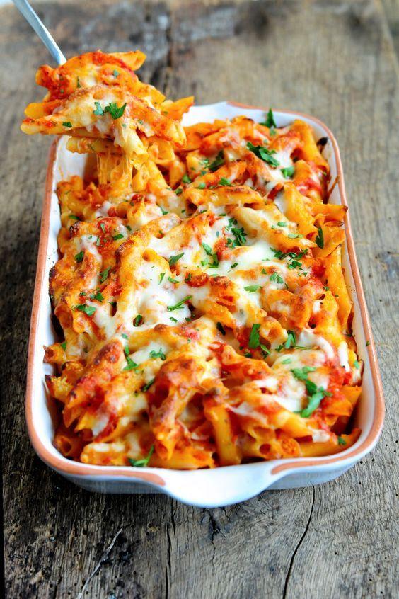 A quick & easy recipe for Cheesy Baked Ziti, a classic American dish, using our Pomodoro Fresco Marinara Pasta Sauce, Penne Ziti and Italian cheeses.