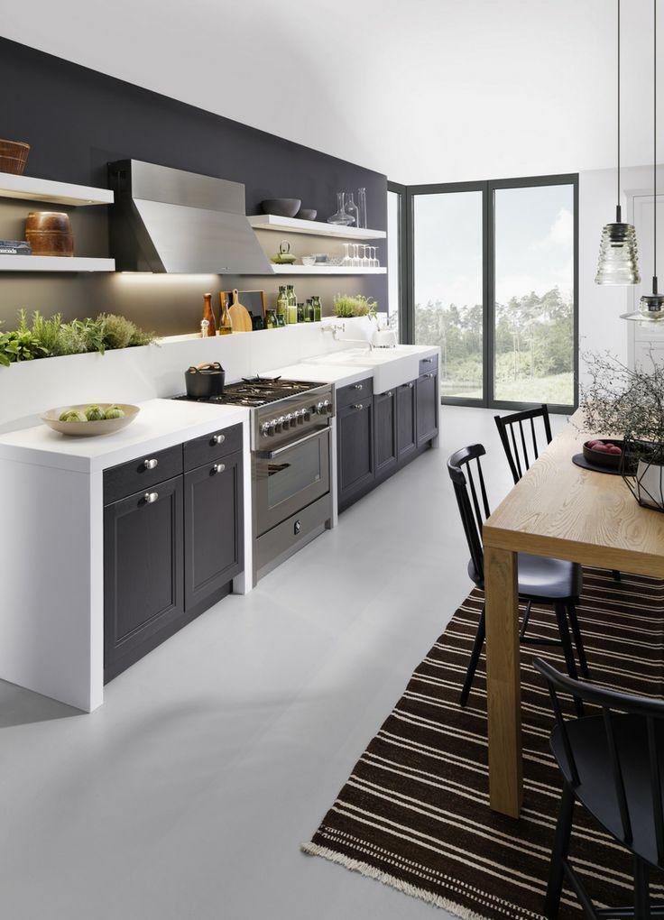 Küche, Küchenzeile, kleine Küche, schwarze Küche, weiß, weiße arbeitsplatte, schwarz-weiß, modern, Küchentrend, Farbtrend, Trend, Design, Bilder, Ideen, Inspiration, Foto: leicht