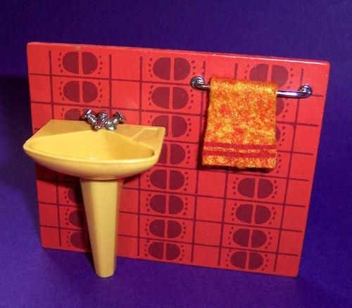 ... om Dolls Houses på Pinterest  Toaletter, 1970-talet och Bokhyllor