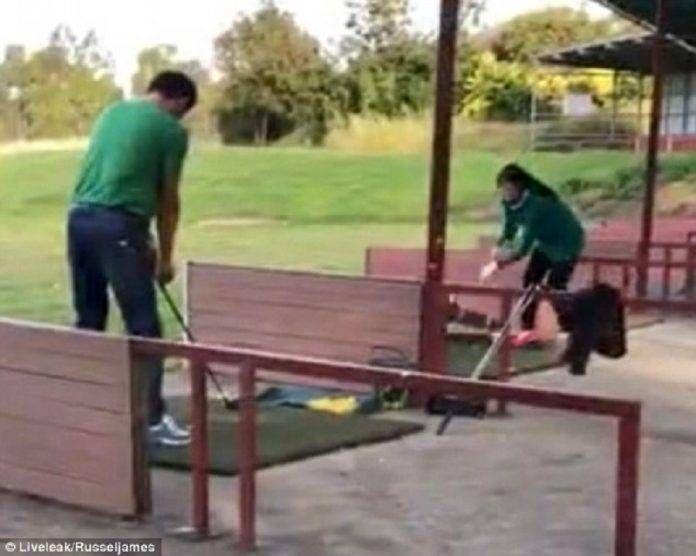 Απαράδεκτη μητέρα χτυπάει το παιδί της με μπαστούνι του γκολφ επειδή κλαίει (video) Crazynews.gr