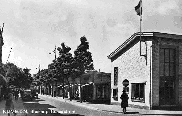 noodwinkels in de Bisschop Hamerstraat, 1949
