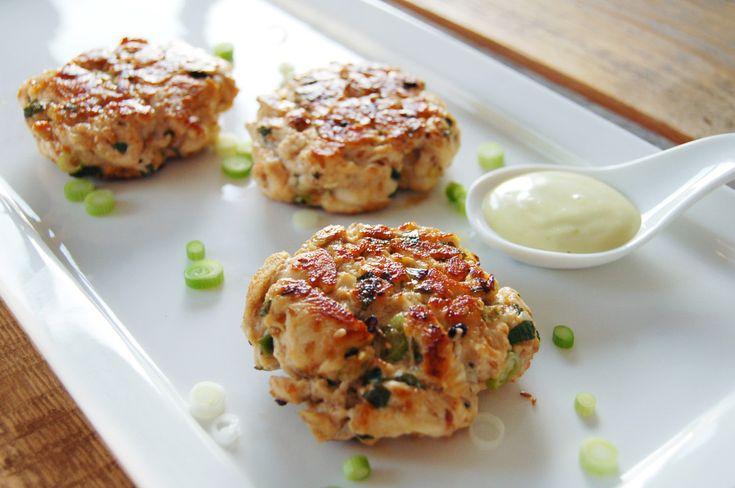 Recept: Frisse oosterse kipburgers met wasabi-mayo.
