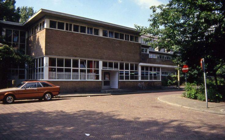Haarlem - Sportfondsenbad, entrancehall