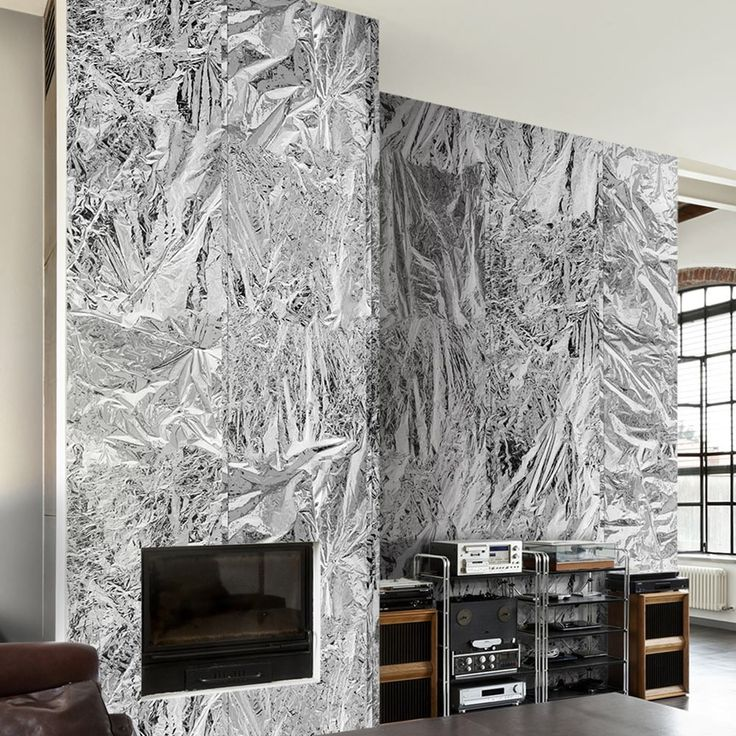 Dlaczego warto zastosować srebrne fototapety w aranżacji wnętrza? - Srebro to barwa absolutnie wyjątkowa, stylowa i niepowtarzalna. Wraz ze złotem stanowi grupę kolorów uważanych za bardzo bogate, wręcz królewskie, kojarzące się z tym, co cenne i niebanalne. Dlatego też srebro coraz częściej wykorzystuje się w nowoczesnej aranżacji wnętrza jako kolor dekoracji. N... - https://www.fototap.pl/blog/dlaczego-warto-zastosowac-srebrne-fototapety-aranzacji-wnetrza/