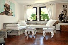 DIY Couch aus alten Paletten und Schaltafeln.