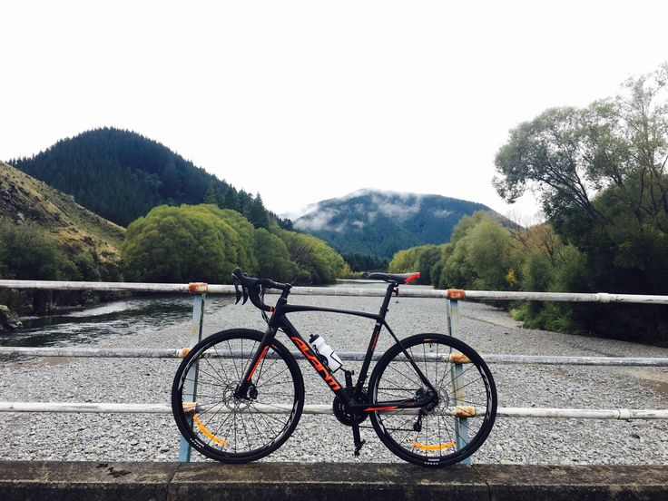 Roadcycling again through Marlborough NZ, so beautiful 😍Different scenery every few miles 🚴⛰ Not raining yet 😜 #ironmantraining #roadcycling