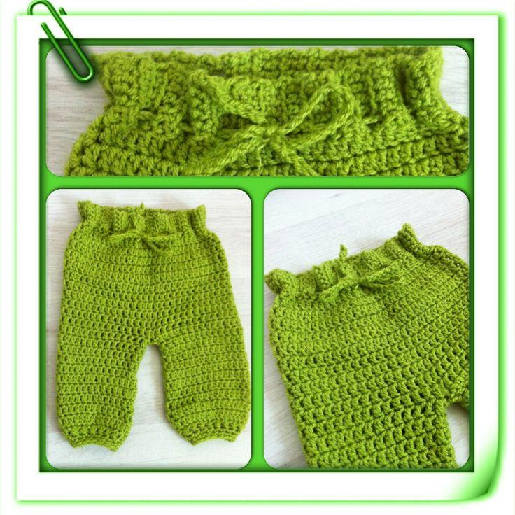 Crocheted baby pants. He wouldn't be cold this winter :)..  Gehaakt broekje voor Jaylon. Lekker warm voor deze winter !
