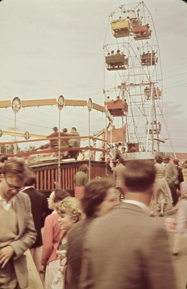 Ferris Wheel & Crowds at Royal Melbourne Show, Ascot Vale, 1956 - Museum Victoria