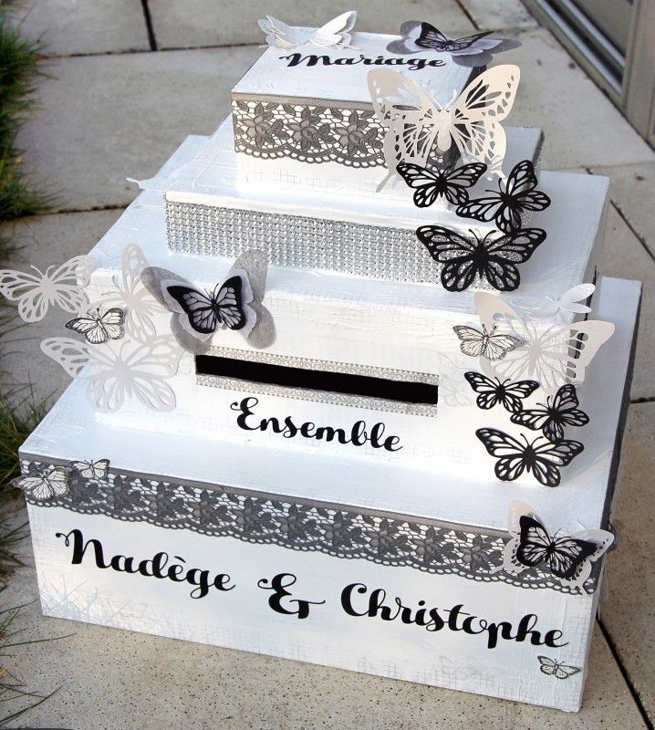 Bonjour, Je vous propose aujourd'hui un scrap'bricolage avec cette urne réalisée pour le mariage de mon amie le week-end dernier...  Cette boite était destinée à recevoir les enveloppes pour leur cadeau de mariage et les cartes de félicitations donc je
