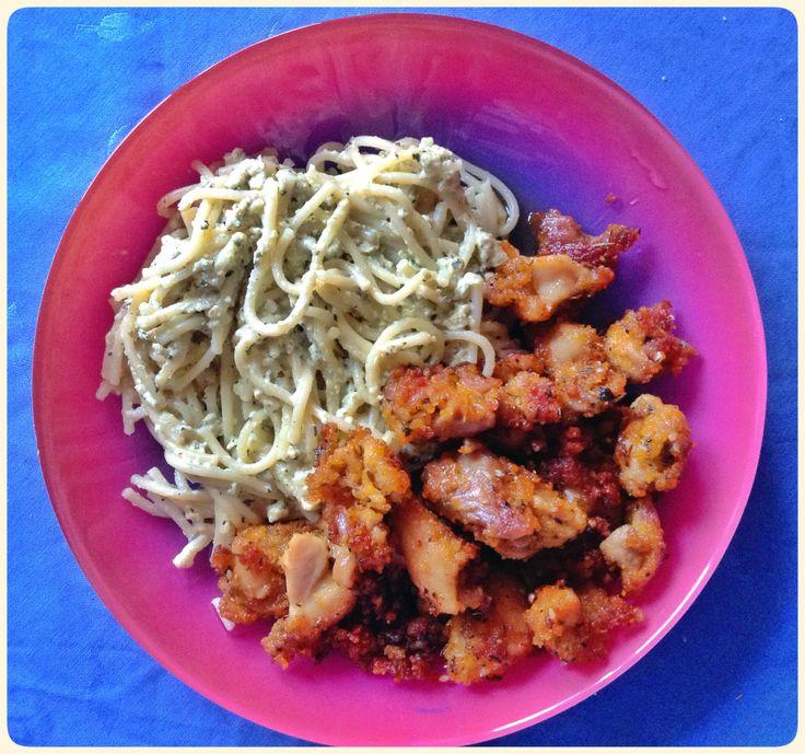 Спагетти со сливками и яйцом , курица в панировке со специями