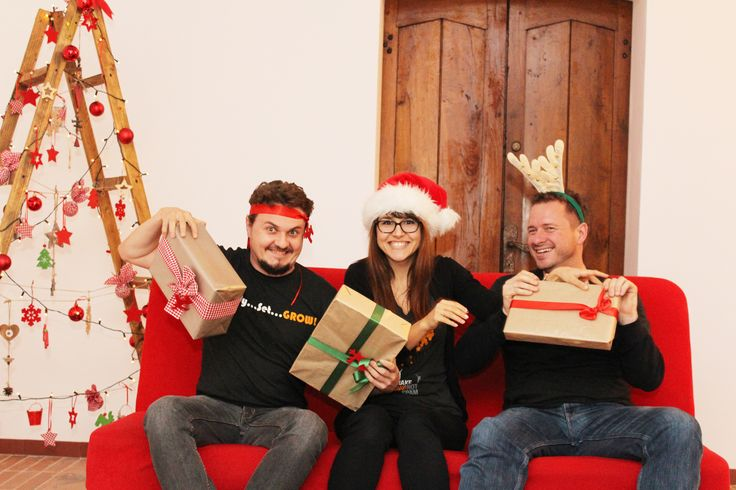 Christmas fun at the office - More preseeeents